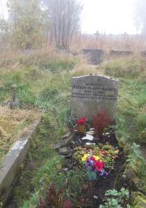 sylvia plath grave at heptonstall