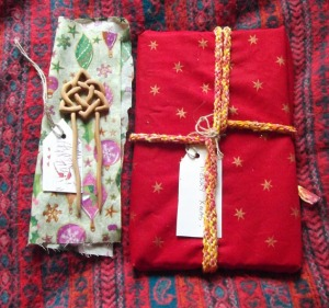 wrap Xmas gifts in cloth
