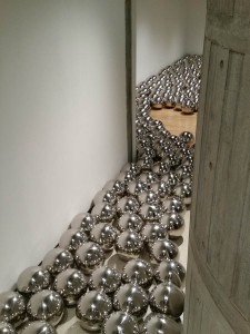yayoi kusama at hayward gallery london south bank dec18